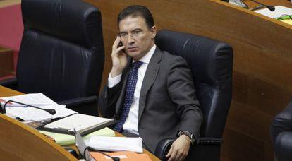 El consejero de Gobernación, Serafín Castellano, en las Cortes.