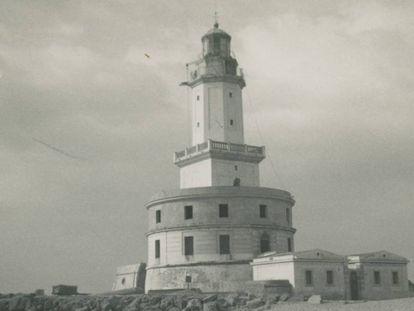 Una de las imágenes de los años 50 del Faro del Llobregat.