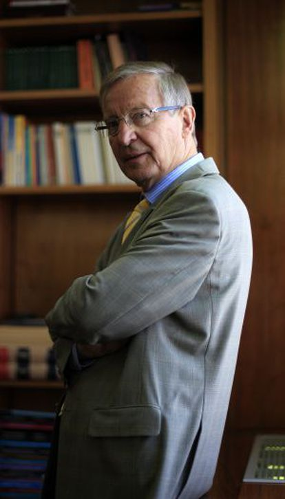 Juergen B. Donges es Catedrático en Macroeconomía