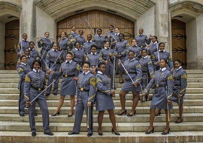 Las cadetes afroamericanas de la clase 2019 posan en la Academia Militar  de West Point, Nueva York.
