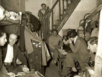 Refugiados en el barrio de Hongkew o Hongkou, residencia habitual de muchos judíos en Shanghái. Imagen fechada en abril de 1946.
