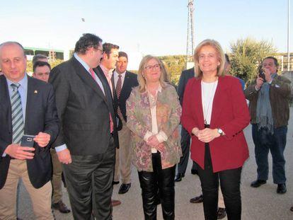 La ministra de Empleo, Fátima Báñez, visita la cooperativa El Alcázar.