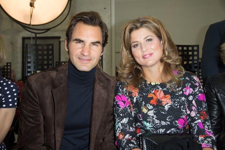 Roger Federer y su esposa, Mirka, durante un desfile de Louis Vuitton en 2016 en París.