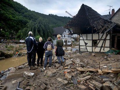 Destrucción causada por las inundaciones del río Ahr en la aldea de Eifel de Schuld, este jueves.