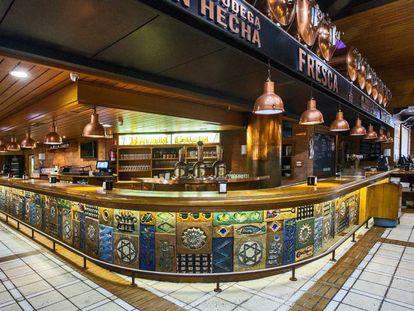Interior del bar La Cervecería Estrella de Galicia, ubicado en A Coruña.