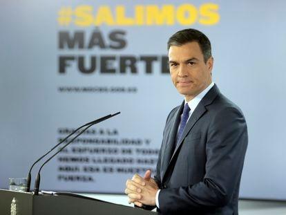 El presidente del Gobierno, Pedro Sánchez, interviene en una rueda de prensa tras su reunión con los presidentes de las comunidades y ciudades autónomas a menos de una semana del fin de la última prórroga del decreto de estado de alarma, que concluirá al término del próximo sábado para dejar paso a la 'nueva normalidad' el domingo 21
