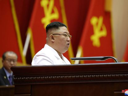 El líder supremo de Corea del Norte, Kim Jong-un, habla en una conferencia de jefes de célula del Partido de los Trabajadores.