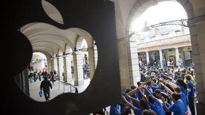 Venta del iPhone 5 en una tienda de Apple en Londres.