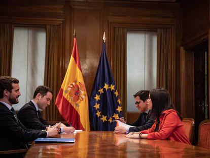 Reunión entre el presidente del PP, Pablo Casado, y la portavoz parlamentaria de Ciudadanos, Inés Arrimadas, junto Teodoro García Egea y José María Espejo-Saavedra, para hablar de coaliciones en elecciones autonómicas.