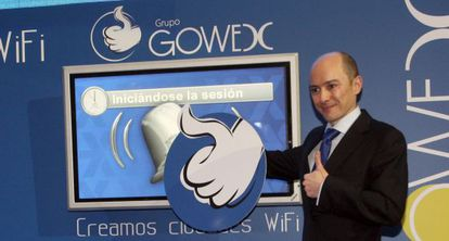 Jenaro García, presidente de Gowex, toca la campana en la salida a cotizar de la empresa.
