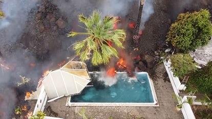 Destrozos en una vivienda por el volcán de La Palma en una imagen aérea del 20 de septiembre.