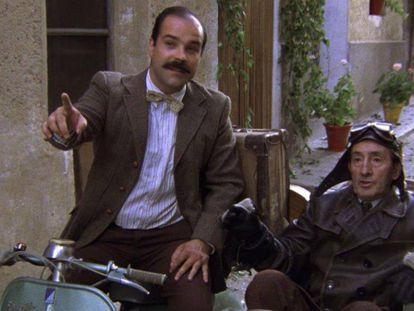 Antonio Resines y Luis Ciges, en un fotograma de 'Amanece, que no es poco'.