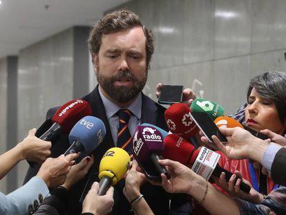 Iván Espinosa de los Monteros, en el Congreso de los Diputados, este viernes. En vídeo, el portavoz de Vox en la Cámara baja se niega a dar explicaciones sobre sus irregularidades urbanísticas.