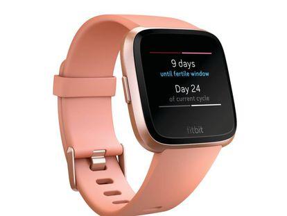 Fitbit Versa, con la app de control del ciclo menstrual.