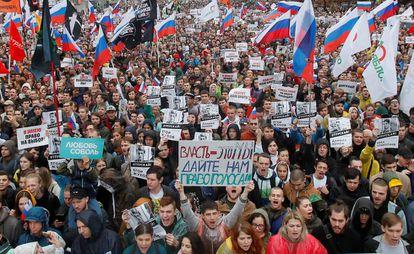Manifestantes, durante la protesta este sábado por unas elecciones libres en Moscú.