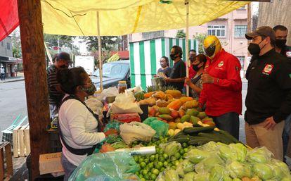 Un puesto de verduras en Ciudad de México, este abril.
