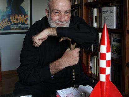 César Mallorquí en su casa de Madrid