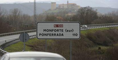 La carretera entre Ourense y Ponferrada a su paso por Monforte