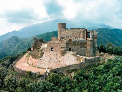 Vista aérea del castillo gerundense de Montsoriu.