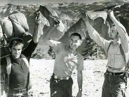 De izquierda a derecha, Warren Harding, Wayne Merry y George Whitmore poco antes de completar el ascenso de The Nose en 1958.