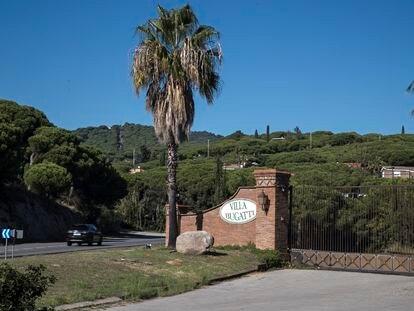 Entrada de la finca Villa Bugatti, en Cabrera de Mar (Maresme)