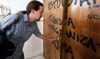Pablo Iglesias en la facultad en la que imparte clases.