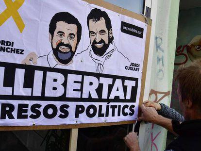 Varios activistas reclaman la puesta en libertad de los 'Jordis'.