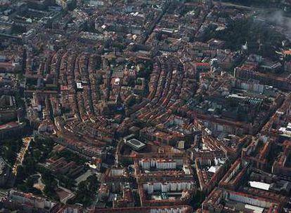 Una vista aérea de la capital de Euskadi con su Casco Medieval en el centro.