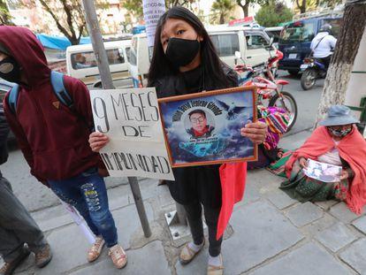 Familiares de los fallecidos en los enfrentamientos en Senkata protestan el 19 de agosto ante el Ministerio de Justicia en La Paz.