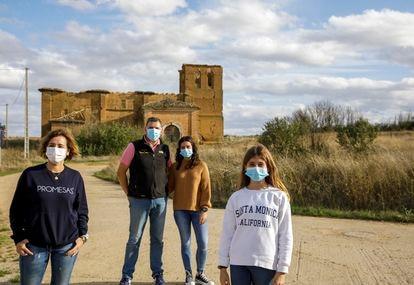 Familia Román Abia, en Fuente Andrino (Palencia).