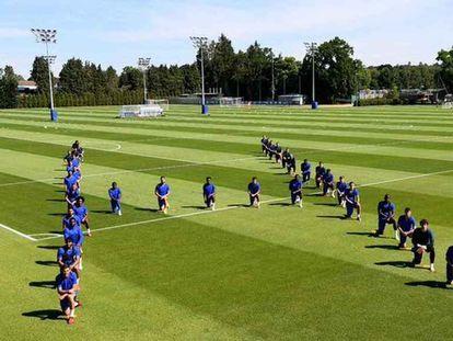 Los jugadores del Chelsea protestan contra el racismo.