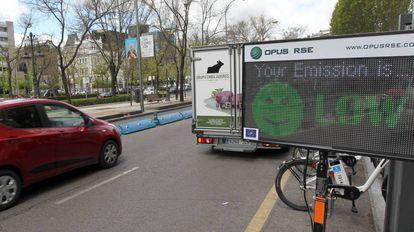Dispositivo de medición de contaminación instalado en Madrid.