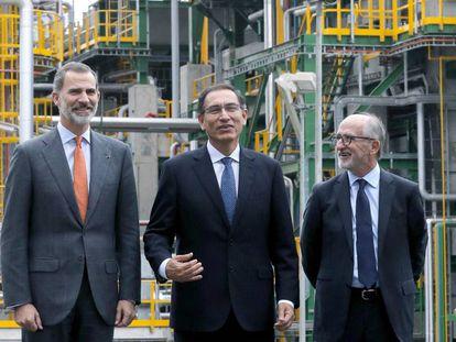El rey Felipe VI junto con el presidente de Perú, Martín Vizcarra, y el presidente de Repsol, Antonio Brufau.