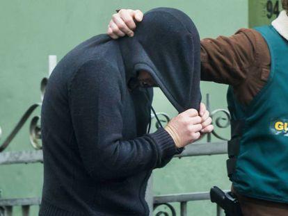 Enrique Abuín Gey sale de su vivienda tras un registro después de aparecer el cadáver de Diana Quer.