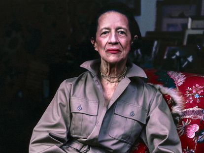 Diana Vreeland, en una fotografía de 1975 en su apartamento de Manhattan.