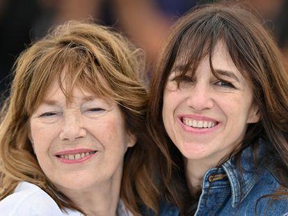 Jane Birkin y su hija Charlotte Gainsbourg, en el último Festival de Cannes, en julio.