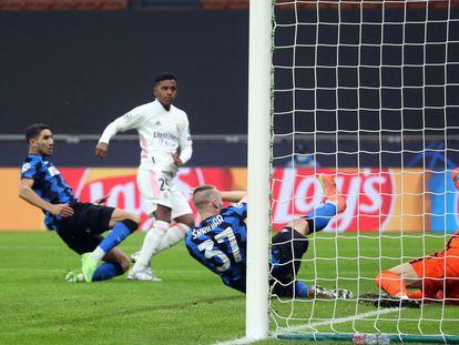 Rodrygo marca el segundo gol del Madrid en San Siro.