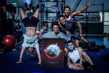 Parte del elenco del Cirque du Soleil para el show inspirado en Soda Stereo.