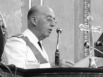 Francisco Franco durante discurso en el acto de  jura de lealtad ante las Cortes lealtad al Jefe del Estado del príncipe Don Juan Carlos de Borbón el 23 de julio de 1969.