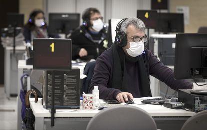 Trabajadores del centro de atención telefónica del Ayuntamiento de Valencia.