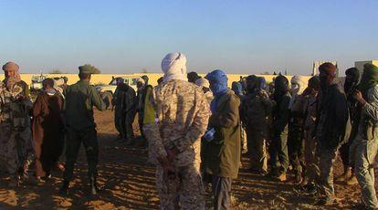 Un grupo de antiguos rebeldes, el pasado 9 de enero en un campo de reagrupación en Gao (Malí).