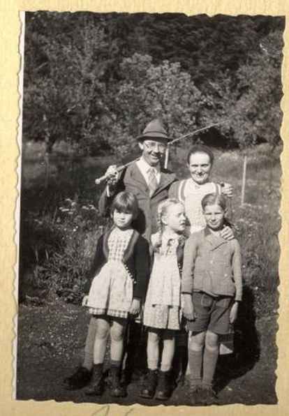 Himmler y su esposa Margarete con sus dos hijos y una amiga en 1935.