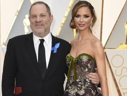 Harvey Weinstein y Georgina Chapman en los Oscar de febrero de 2017.