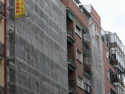 Un edificio en rehabilitación en el centro de Madrid, en noviembre.