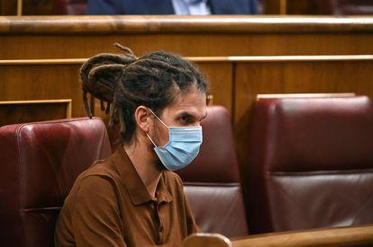 El diputado y secretario general de Unidas Podemos, Alberto Rodríguez, fotografiado durante un pleno del Congreso.