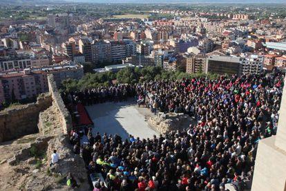 Un momento del acto de homenaje  a Juanjo Garra en la explanada de la Seu Vella de Lleida.
