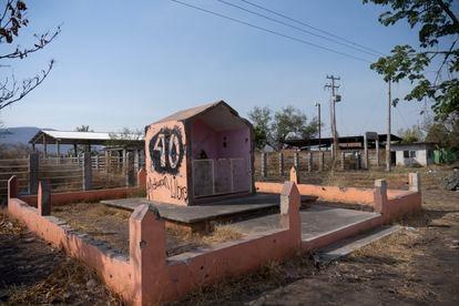 Una capilla al ingreso de la comunidad de Aguililla.