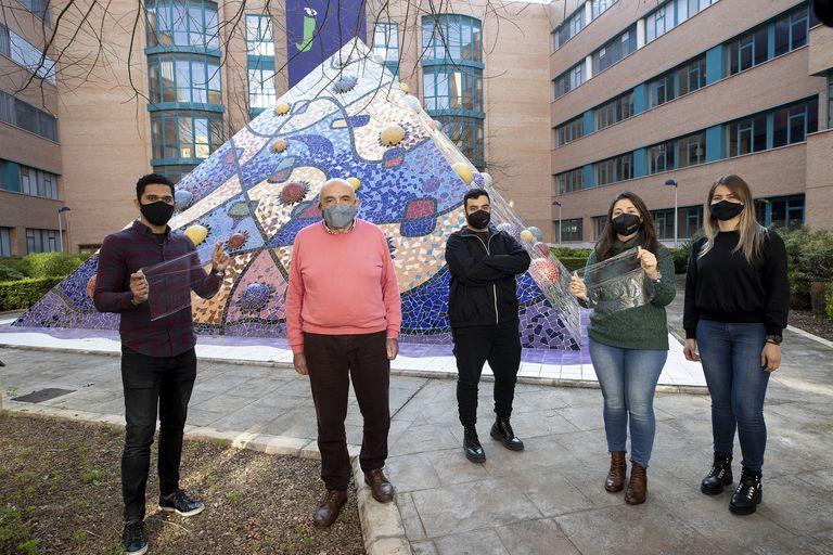 Professor Juan Andrés Bort and his team, at the Jaume I University of Castelló.