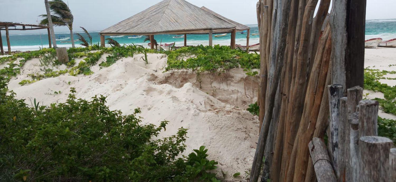 Excavaciones en las dunas del parque natural de Tulum, hace dos semanas.