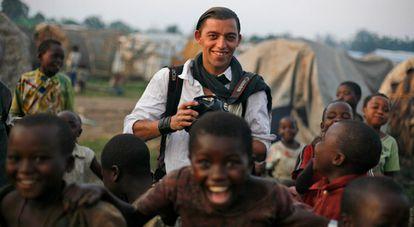 El fotógrafo Lucas Mebrouk Dolega, en 2008, en la provincia de Kivu Norte, cerca de Goma, en la República Democrática del Congo (RDC).